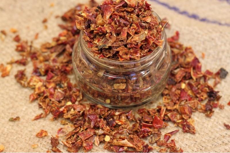 Sarkanā paprika granulas 9*9 mm